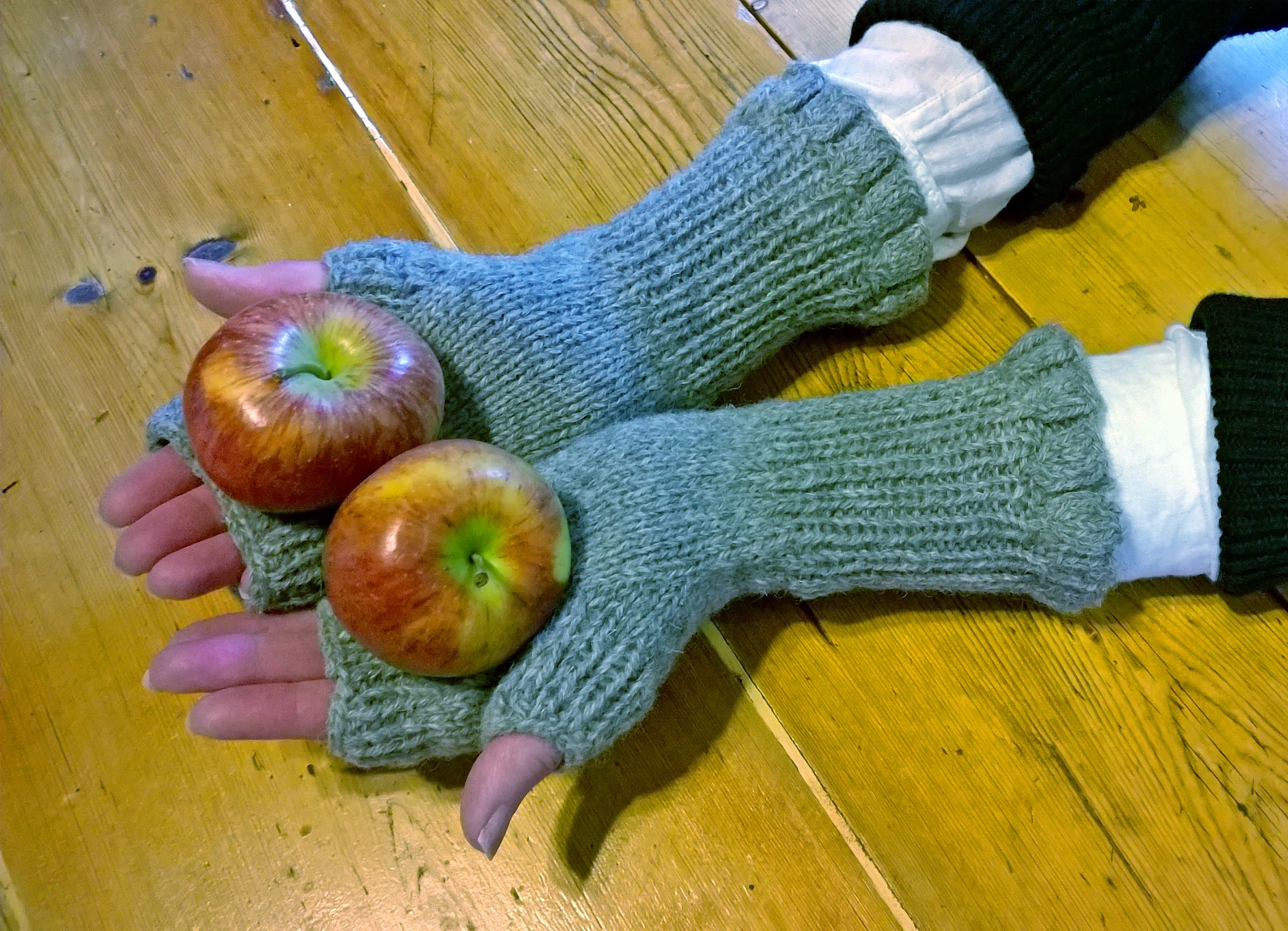 Guddle fingerless mitts